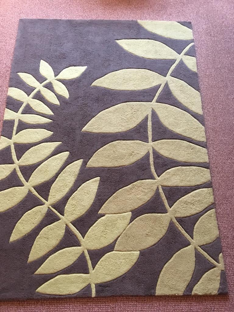 Green leaf print rug