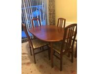Free extendable Table And 4 chairs