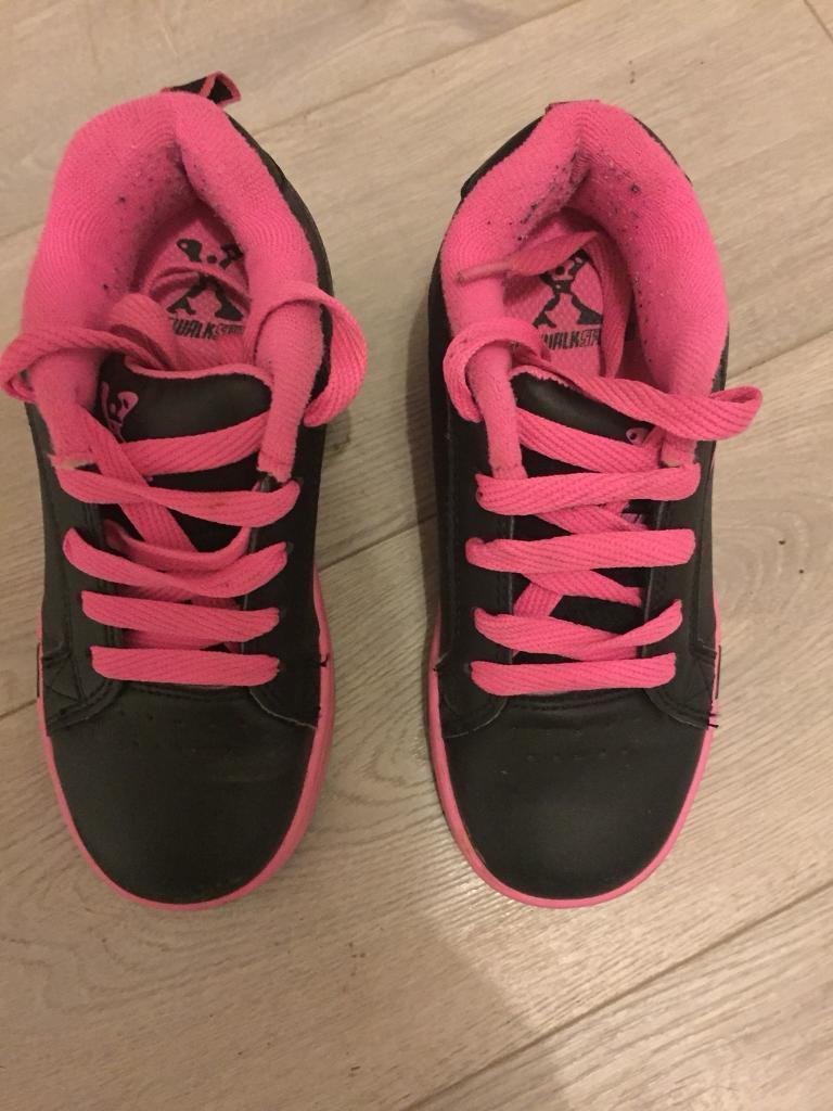 Girls black and pink heelies