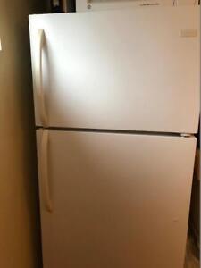 Frigidaire top mount refrigerator - 18 Cu.- Mint Condition