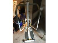 Cross trainer stepping exercise machine