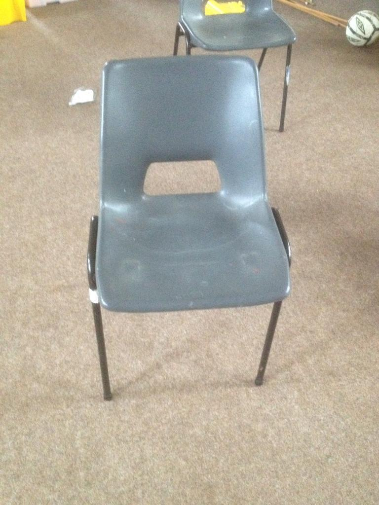 20 plastic chairs with metal legs