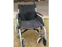 Self-propelled manual folding wheelchair