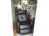 BLACK LEATHER ELECTRIC RECLINING CHAIR
