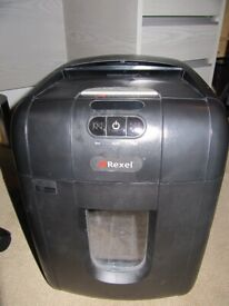 REXEL MODEL 100X AUTO PAPER FEED SHREDDER BLACK USED FOR SPARE PARTS