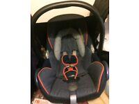 Maxi-Cosi car seat, Maxi-Cosi easy fix base and rain covers