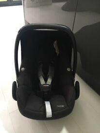 Maxi Cosi Pebble Car Seat/Baby Seat
