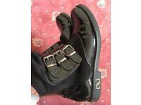 Flat boots black size 6