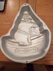 pirate ship cake mould (wilton)