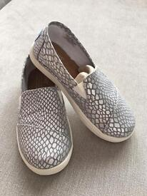 TOMS children's shoes *BNWT*