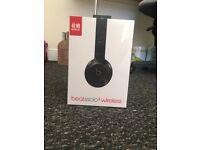 Black Beats solo3 wireless headphones