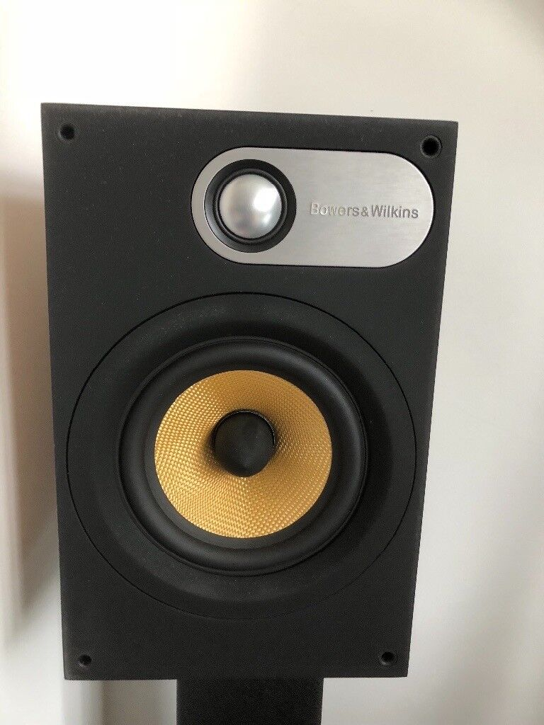 BW 686 Bookshelf Speakers Pair