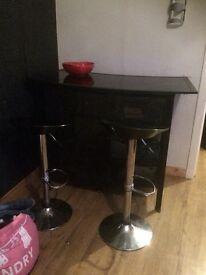 Bar with 2 bar stools