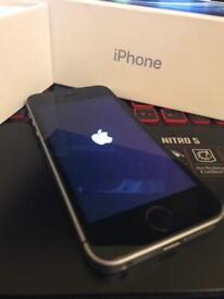 iPhone 5se 32gb unlocked with box