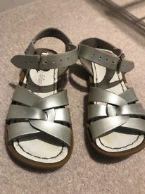 Kids silver Saltwater Sandals size 9