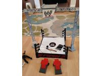 WWF large ring with6 figures inc The Undertaker