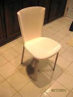 Chaise en cuir.