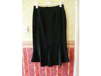 Elegant Black skirt & jacket suit harldy worn