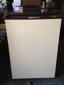 Hotpoint under worktop fridge