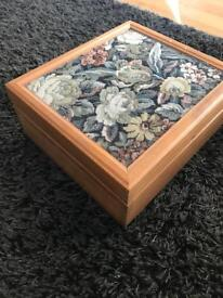 Solid wood sewing box, tapestry lid, embroidery ring, tapestry frame...