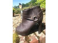Brand new SELECT boots size 7