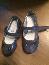 Girls Clarks size 7 1/2 G grey shoes