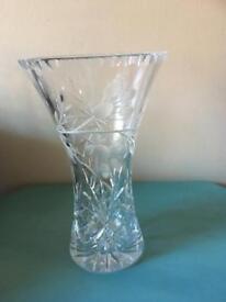 BEAUTIFUL LEAD CRYSTAL CUT GLASS VASE