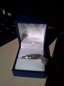 BNWT 9 ct White gold ring