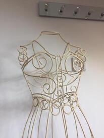Wire mannequin