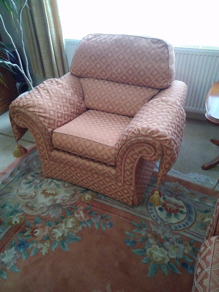 Three piece suite consisting of 1 x 2 seater settee , 1 x 3 seater settee and 1 x single armchair.