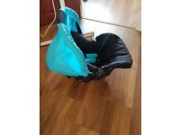 Hauck car seat group 0+ for sale ( newborn to 9kg),