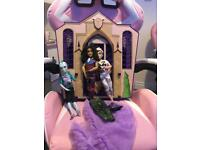 Monster high house with dolls