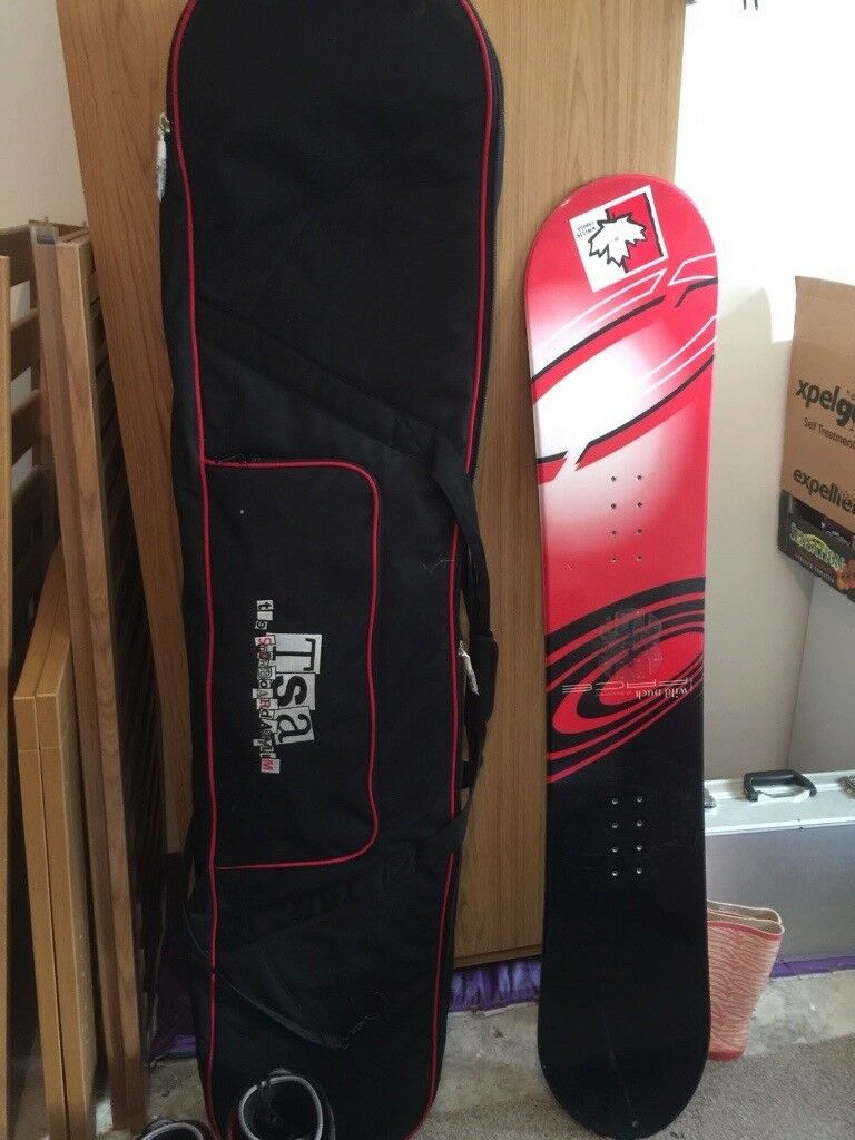 Wild Duck Pace Snowboard c/w carry bag, helmet, knee pads, size 7 boots and fittings