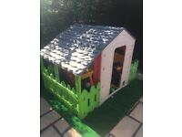 Fantastic play house with garden, roof and fence, perfect for toddlers chad valley farm house