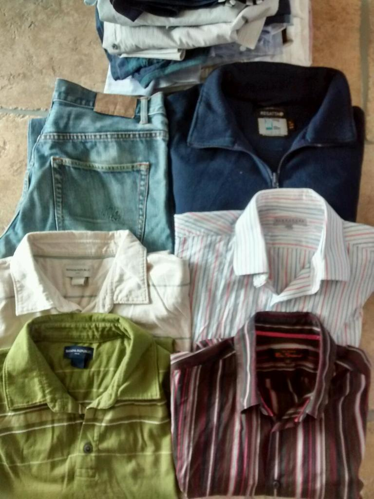 Men's clothing bundle size Med-Large