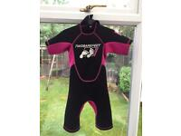 Girls Twobarefeet shortie wetsuit age 6-8 years (Medium)