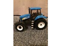 NEW HOLLAND T8040 1:32 SCALE TRACTOR FOR SALE