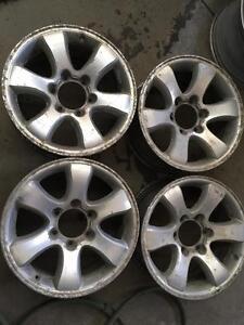 Mags d'origine Toyota SUV 17x7.5 6x139.7. Pas de cap, pour peinturer ou hiver. Taxe inluse pour 4.
