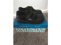 Boys Clark's Black school shoes size 9.5 F