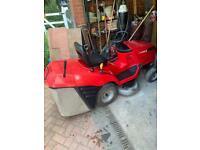Honda 2114s sit on Lawnmover