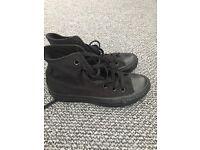 Black hi top converse size 3