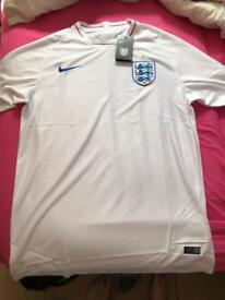 Authentic mint condition XXL England football jersey