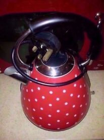 Red pyramid kettles £3 each