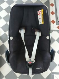 Maxi Cosi Pebble Plus baby car seat with infant insert -great condition