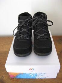 Clarks Cabrini Cove Womens Shoes Boots. Black. Textile. Cloudsteppers. Size UK 5 EU 38. Boxed.