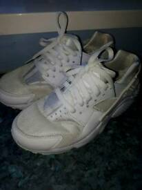 Junior White Nike Hauraches size UK 5.5
