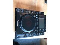 Pioneer CDJ 2000 professional table top digital turntable (pair)