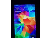 Samsung Galaxy S5. Boxed with Charger