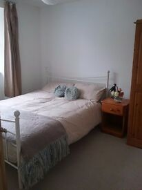 DOUBLE ROOM IN Helston Town House. Suit a working couple.