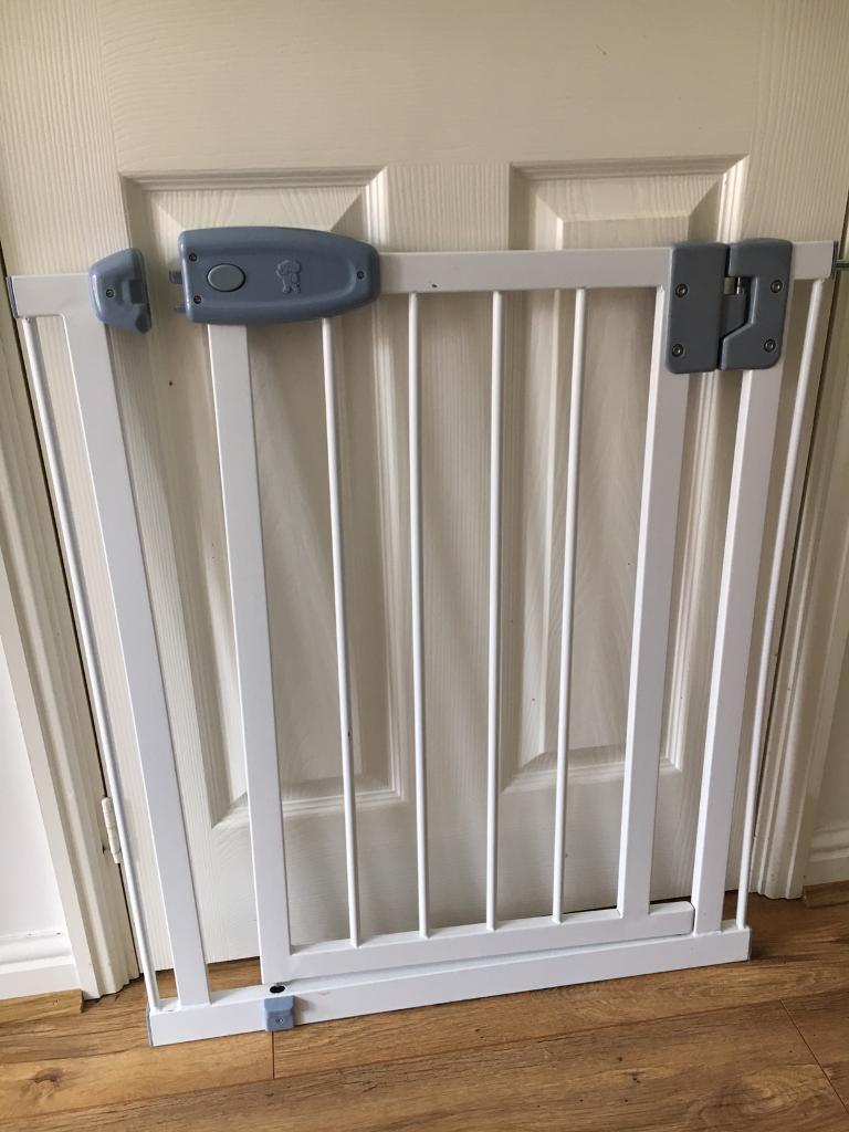 Tippitoes Self Closing Baby Gates In Chadderton Manchester Gumtree